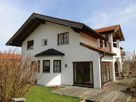 Charmantes Landhaus mit Bergblick und Praxisraum im Souterrain