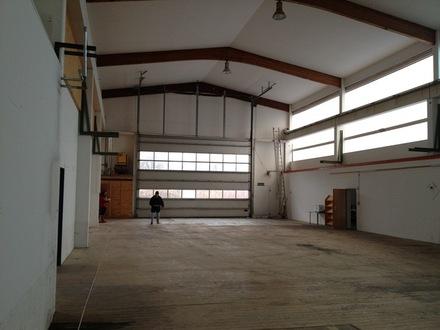 Gewerbehalle mit Kran/Büroflächen Nähe IN-Campus