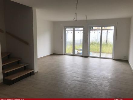 * Neubau-Reihenmittelhaus mit Dachterrasse, zwei Bädern und zwei Tiefgaragenstellplätzen *