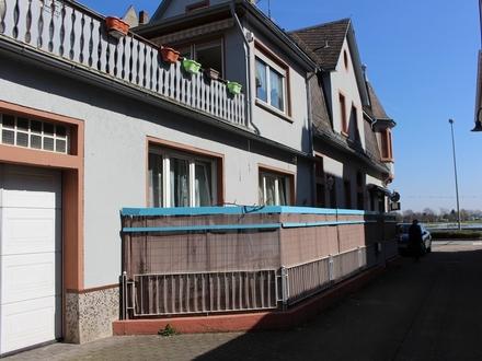 Wohnhaus mit Einliegerwohnung, Garage und Stellplatz