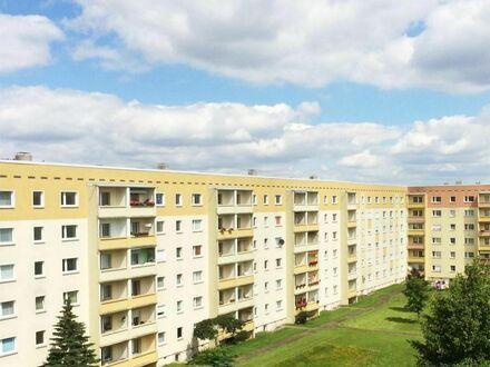 Preiswerte 3 Zi-Wohnung mit topsaniertem Bad und Balkon!