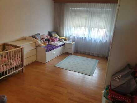 Teilrenovierte, große und helle 3-Zimmer-Wohnung mit Balkon und EBK in Gonsenheim