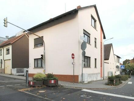 Kapitalanlage!! 3-Familienhaus plus Nebengebäude im Herzen von Hofheim!