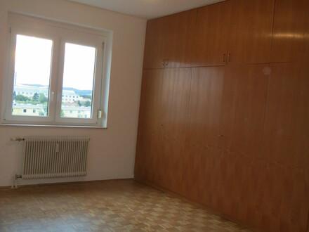 Renovierte Wohnung mit eigener Garage