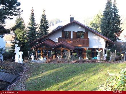 Imposantes Einfamilienhaus mit Einliegerwohnung in Wartenberg zu verkaufen