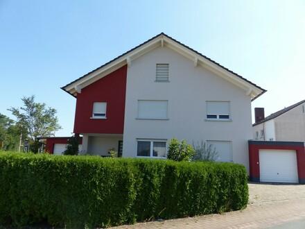 Ihr neues Zuhause: Tipptopp gepflegtes Einfamilienhaus mit sep. Appartement und drei Garagen