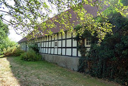 Fachwerkresthof mit Nebengebäude in idyllischer Alleinlage