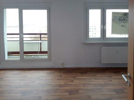 Jetzt einziehen!! Neu renovierte 3-Zimmerwohnung mit Balkon//PVC-Belag//Bad+Wanne