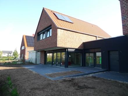 """Modernes Einfamilienhaus KFW 70 """"Neubau - Erstbezug"""" mit Garage Gütersloh-Isselhorst"""