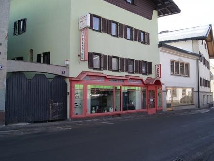 Geschäfts- und Wohnhaus