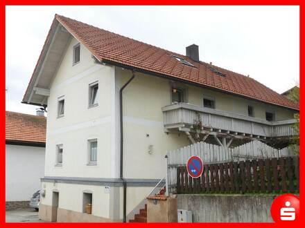 Zweifamilienhaus mit Schuppen in Böbrach