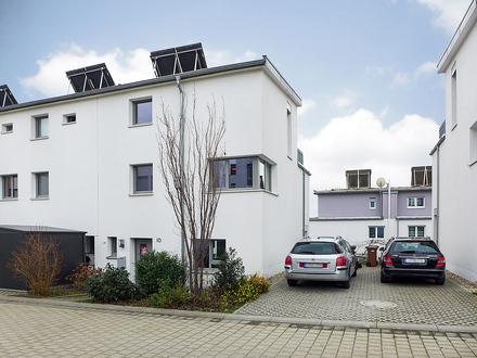 Traumhaftes, modernes Wohnen in grüner Lage - Reiheneckhaus (Erbbaurecht)