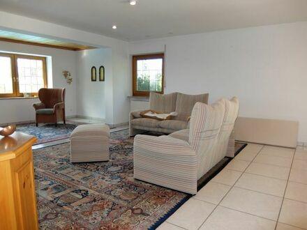 29_HS6375 Absolut ruhig gelegene Villa mit großem Pool und einem fantastischen Ausblick / Tegernheim