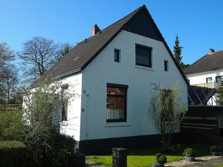 Das Haus beeindruckt durch seine Lage in der Nähe des Stadtparks