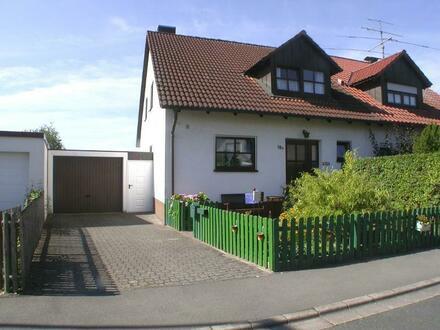 ORTSRAND - Doppelhaushälfte mit Garage und Garten