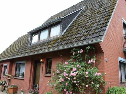 Renovierungsbedürftige Immobilie mit Nebengebäude