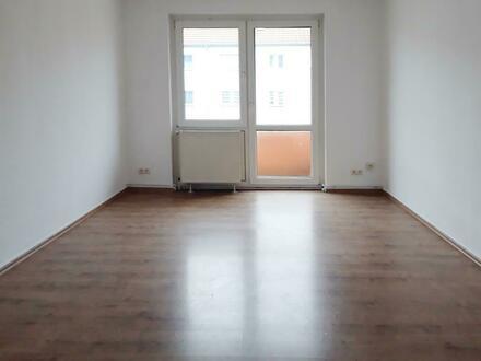 **Einziehen und Wohlfühlen** Balkon// Tageslichtbad + Wanne // Laminat // Küchengutschein*