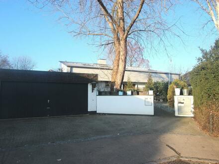 Stilvolles Einfamilienhaus mit zwei Pools in ausgezeichneter Lage in Neu-Ulm, Ludwigsfeld