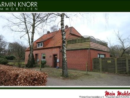 Solides Klinkerhaus mit 2 Wohneinheiten und Doppelgarage in guter Lage von Hude