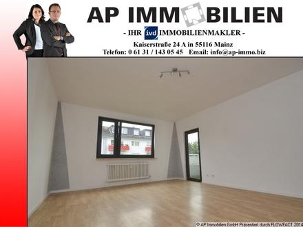 KAPITALANLAGE ODER EIGENNUTZUNG - frisch renovierte 2-Zimmer-Wohnung mit Balkon, Tageslicht-Wannenbad, PKW-Stellplatz