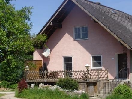 Zuhaus teilmöbl. – gr. sonnige Terrasse – Lochen am Mattsee (25km Sbg.) – Anbau an Bauernhaus – 95 qm, € 935,- inkl. BK