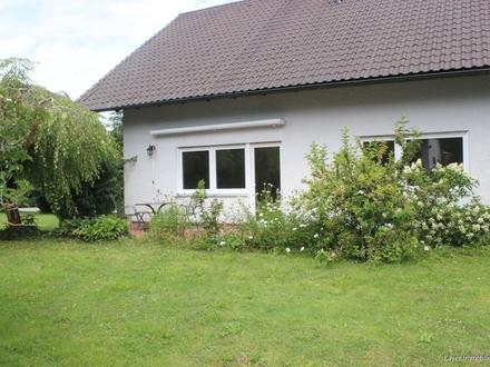 LAYER IMMOBILIEN: Helle 2,5 Zimmer Erdgeschosswohnung im Grünen