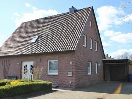 5797 - Teilsaniertes Wohnhaus mit zwei Wohneinheiten auf 1.141 m² großem Grundstück in ruhiger Lage