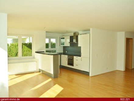Helle 4 Zimmer-Wohnung mit Terrasse und Tiefgaragen-Stellplatz - bezugsfrei!