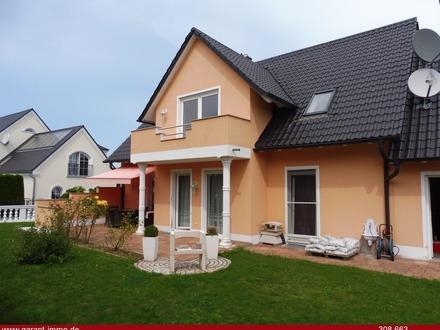 Großzügiges Ein-/Zweifamilienhaus im mediterranem Stil, in einer ruhigen Seitenstraße am Ortsrand