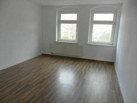 +++MODERNES LAMINAT UND NEUWERTIGE EBK- Familienfreundliche 3-Raum-Wohnung+++
