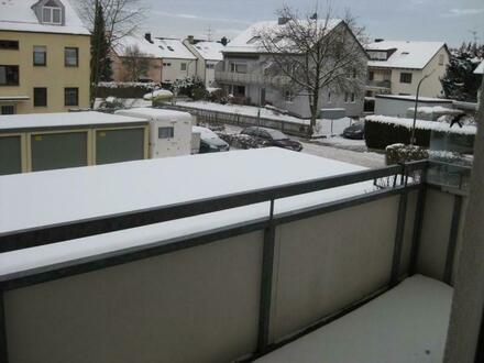 Ruhig gelegen, mit Balkon im 1.OG