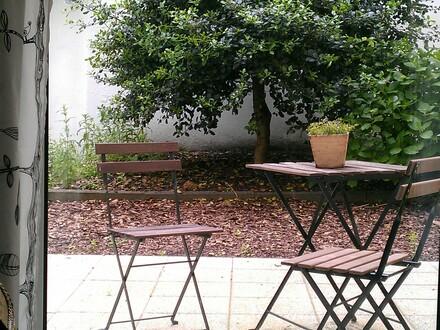 Malerische 2-Zimmer-Gartengeschoss-Wohnung mit Terrasse, Garten und massivem Gartenhaus