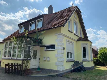 Saniertes Zweifamilienhaus am Tiergarten in Delmenhorst mit Garage