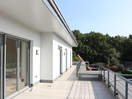 Viel Platz an der Sonne - großzügige Penthouse Wohnung am Heimathaus mit Fahrstuhl u. Tiefgarage !