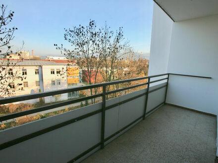 Klagenfurt - Feldkirchnerstraße 30: Renovierungsbedürftige 2-ZI-Wohnung mit Ostloggia