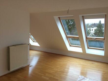 Helle Dachwohnung in idealer Lage