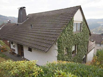 Großzügiges Einfamilienhaus mit großer Terrasse und vier Garagen in sonniger Lage von Werdohl