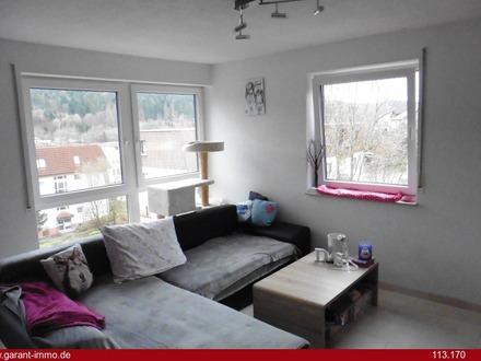 Besondere 3 Zimmer-Wohnung mit zwei Balkonen und Garage