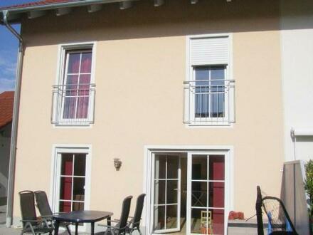 Familienfreundliche Doppelhaushälfte nähe Dorfen, in ARMSTORF! ++Robert Decker Immobilien++