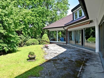 Beste Wohnlage! Landhausvilla mit tollem Gartenpark