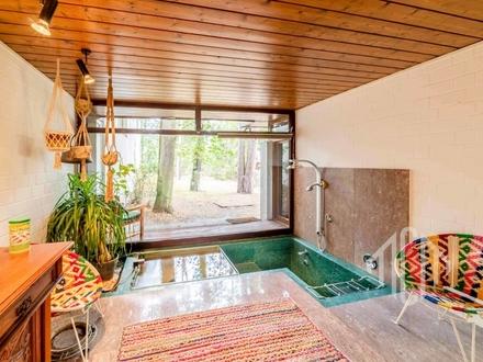 Exklusive Villa im Stil der Amerikanischen Moderne auf ca. 6.500 m² großem Waldgrundstück
