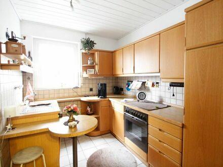 Schöne Wohnung mit 2 Balkonen, Garage und Stellplatz!