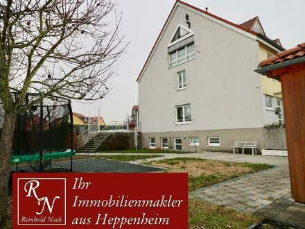 Hochwertiges Reihenendhaus mit sehr großem Grundstück in angenehmer und begehrter Wohnlage. Sehr viele Extras