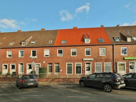 TT bietet an: 4-6-Zimmer-Wohnung am Voslapper Markt!