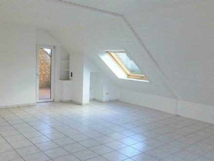 Gepflegte Wohnung mit Balkon in ruhiger Anliegerstraße!