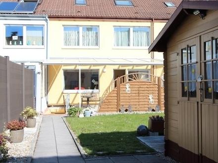 Top-gepflegtes Reihenmittelhaus auf Erbbaugrundstück mit Garage in beliebter Wohnlage