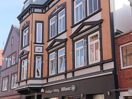 Sehr schöne 4-Zi.-Altbau-Wohnung mit großer Wohnküche und Balkon