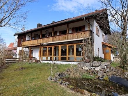 Mehrfamilienhaus mit 3 Wohneinheiten und weiterem Potenzial in Kleinhelfendorf