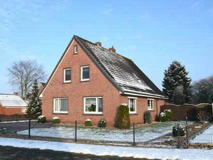 Gepflegtes Einfamilienhaus mit Garage und Carport auf schönem Grundstück in Weener (OT Holthusen)