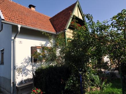 LAYER IMMOBILIEN: Romantisches Bauernhaus mit viel Potenzial!